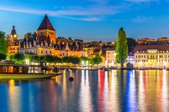 Nachtmening van Lausanne, Zwitserland stock afbeeldingen