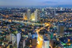 Nachtmening van Mandaluyong, Mening van Makati in Metro Manilla, Filippijnen Royalty-vrije Stock Foto