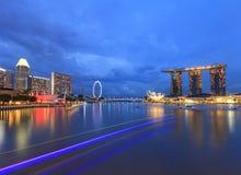 Nachtmening van Marina Bay, stedelijke horizon van Singapore Royalty-vrije Stock Foto's
