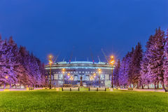 Nachtmening van nieuwe voetbal` heilige-Petersburg Arena ` op Krestovsky-eiland in St. Petersburg voor de Wereldbeker 2018 Stock Afbeelding