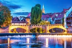 Nachtmening van Nurnberg, Duitsland royalty-vrije stock afbeelding