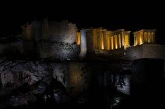 Nachtmening van Parthenon op Akropolisheuvel in Athene, Griekenland stock foto's