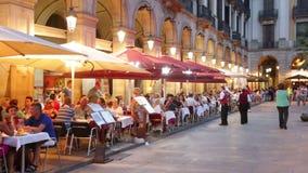 Nachtmening van Placa Reial in Barcelona, Spanje stock videobeelden