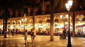 Nachtmening van Placa Reial in juli Barcelona, Spanje stock videobeelden