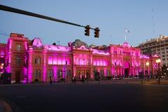 Nachtmening van Presidentieel paleis, Casa Rosada, Roze Huis in Buenos aires Stock Foto