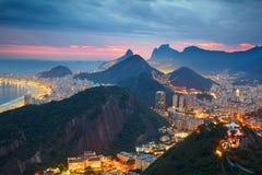 Nachtmening van Rio de Janeiro Stock Fotografie