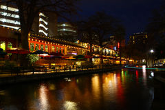 Nachtmening van San Antonio Riverwalk royalty-vrije stock foto's