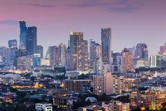 Nachtmening van stads centrale zaken Royalty-vrije Stock Foto's