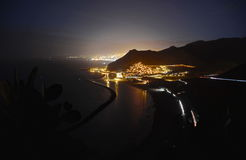 Nachtmening van strand Las Teresitas, het Eiland van Tenerife stock foto's