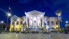 Nachtmening van Teatro Massimo in Palermo, Sicilië, Italië stock videobeelden