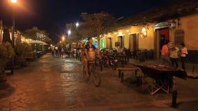 Nachtmening van voetstraat stock videobeelden