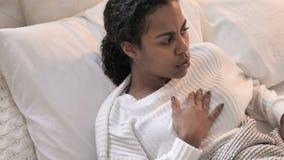 Nachtmerrie, Hoogste Weergeven van Ontwaken van de Slaap de Afrikaanse Vrouw in Schok stock video