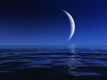 Nachtmond über Wasser Lizenzfreies Stockbild