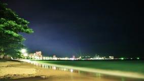 Nachtoverzees, strand en wolken Stock Afbeelding