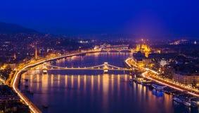Nachtpanorama, Budapest lizenzfreie stockfotos