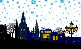 Nachtpanorama der Stadt. Schnee. Lizenzfreies Stockfoto