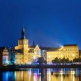 Nachtpanorama van cityscape van Praag, Tsjechische Republiek Royalty-vrije Stock Afbeelding