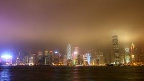 Nachtpanorama van de haven in time tijdspanne van Hongkong stock video
