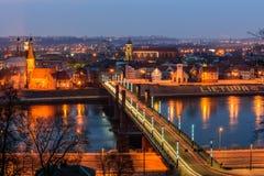 Nachtpanorama van Kaunas Stock Afbeeldingen