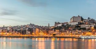 Nachtpanorama van Porto Stock Foto's