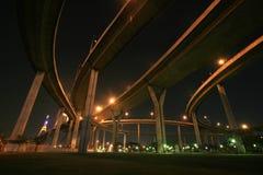 Nachtparklandschaft unter Bhumibol Brücke Lizenzfreies Stockbild