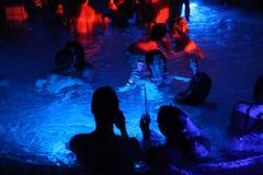 Nachtpartei im thermischen Bad in Budapest, Ungarn Stockfotos