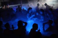 Nachtpartij in thermisch bad in Boedapest, Hongarije stock afbeelding