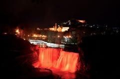Nachtphotographie der besten touristischen Stadtanziehungskraft in Bosnien und Herzegowina Stadt Jajce, Novemberr 2017 Stockfotos