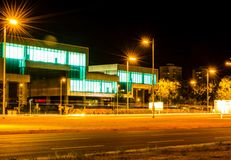 Nachtphotographie in Zagreb Nahes Schauen der langen Belichtung auf Museum von Contemporari-Kunst stockfoto