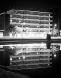Nachtreflexionen im Wasser Stockbild