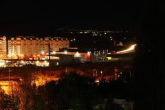 Nachts die Stadt von Saratow-Ansicht Lizenzfreie Stockfotos