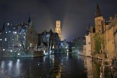 Nachtscène in Brugge Stock Foto's