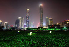 Nachtscène in guangzhoustad stock afbeeldingen