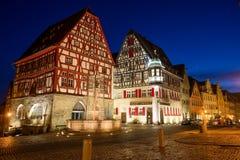 Nachtscène in het belangrijkste vierkant in Rothenburg ob der Tauben, Beieren, Duitsland Royalty-vrije Stock Foto's