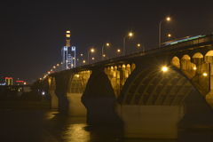 Nachtscène van de brug van Tchang-cha Xiang River Stock Fotografie