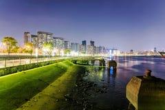 Nachtscène van de het westendijk in Shanghai Stock Afbeelding