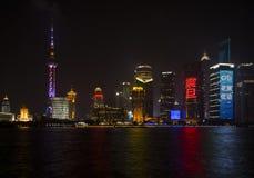 Nachtscène van de Stad van Shanghai en Rivier huang-Pu Royalty-vrije Stock Foto's