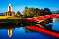 Nachtscène van Eiland van Scheuren in Minsk, Wit-Rusland Stock Fotografie