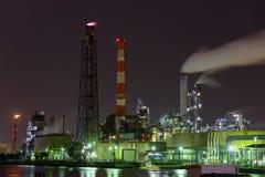 Nachtscène van Fabrieken Stock Foto's