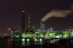 Nachtscène van Fabrieken Royalty-vrije Stock Afbeeldingen