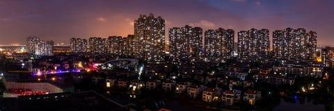 Nachtscène van Moderne Stedelijke Buurtarchitectuur in Kunshan royalty-vrije stock fotografie