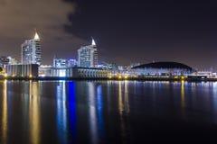Nachtscène van Parque Expo in Lissabon Stock Afbeeldingen