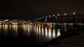 Nachtscènes in Tromsø, Noorwegen Stock Afbeelding