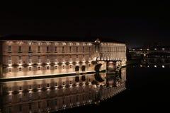 Nachtscènes van de architectuur, de bruggen en de straten van Toulouse royalty-vrije stock foto's