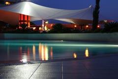 Nachtschwimmbad Lizenzfreies Stockbild
