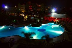 Nachtschwimmbad Stockfoto