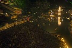 Nachtscène van Pagode bij de oude stad van Fenghuang Stock Afbeelding