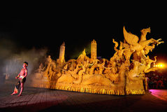 Nachtshow von traditionellen Kerzen Jahrestagsanbetung im Buddhismus Stockfotografie
