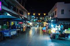 Nachtsich hin- und herbewegender Markt Lizenzfreie Stockfotografie