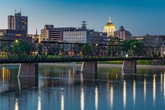 Nachtskyline Harrisburgs, Pennsylvania lizenzfreies stockbild